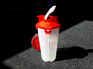 Travel water and feed bottle - Red